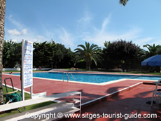The pool at Camping Sitges