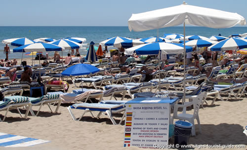 Een strand in Sitges