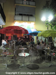 A Night Out in Sitges - Parrots Bar