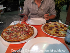 A Pizza at Mamma Mia in Sitges